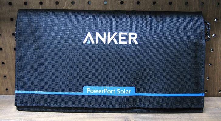 こちらがソーラーチャージャーの「Anker PowerPort Solar Lite」です。